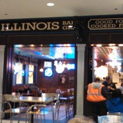Photo taken at Illinois Bar & Grill by K. K. on 3/18/2012