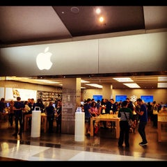 Photo taken at Apple Store, Chermside by Rental Express Property Management on 8/14/2012