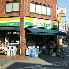 Photo taken at mini ピアゴ 池袋2丁目店 by yasuzoh on 2/28/2012