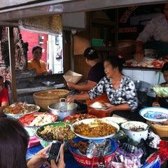 Photo taken at Nasi Bali Men Weti by Pratiwi S. on 6/23/2012