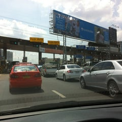 Photo taken at ด่านฯ ประชาชื่น - ขาออก (Prachachuen Toll Plaza - Outbound) by Taweesak J. on 3/7/2012