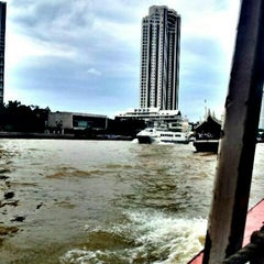 Photo taken at ท่าเรือสะพานตากสิน (Tak Sin Pier) by Suthee H. on 8/7/2012
