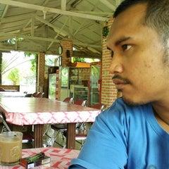 Photo taken at Pemancingan Tambok Lobu by Manerak P. on 9/7/2012