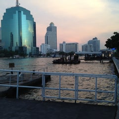 Photo taken at ท่าเรือคลองสาน (Khlong San Pier) by Best T. on 4/22/2012