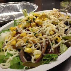 Photo taken at Chipotle Mexican Grill by Sisi W. on 8/25/2012