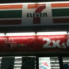 Photo taken at 7- Eleven by Hugo G. on 8/4/2012