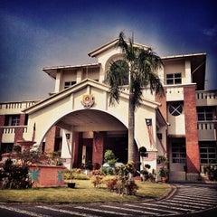Photo taken at Sekolah Sultan Alam Shah (SAS) by Hanafi Z. on 8/31/2012