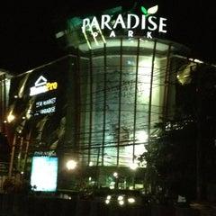 Photo taken at Paradise Park (พาราไดซ์ พาร์ค) by Kiattipoom C. on 3/10/2012