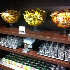 Photo taken at Lounge HSBC Premier by Flavio E. on 9/4/2012