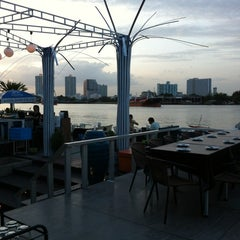 Photo taken at The Wave Restaurant (ราษฎร์บูรณะ) by Tanarat T. on 7/22/2012