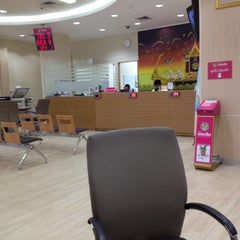 Photo taken at ธนาคารออมสิน (Government Savings Bank) by Nattapon B. on 5/20/2012