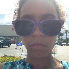 Photo taken at Walgreens by Evelyn M. on 7/23/2012