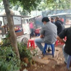 Photo taken at Putra Kalimantan Food Court by Naul on 2/3/2012