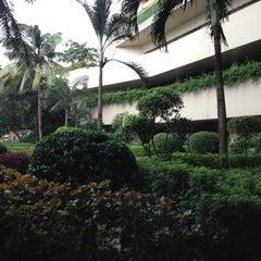 Photo taken at Dusit Thani Manila by Kevin on 9/6/2012