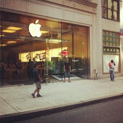 Photo taken at Apple Store, Walnut Street by Jakub H. on 8/21/2012