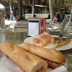 Photo taken at Pizzeria Hornero by Kentaro T. on 8/3/2012