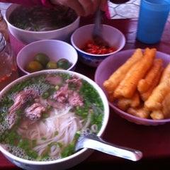 Photo taken at Phở Đuôi Bò by Trần Thành T. on 2/18/2012
