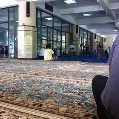 Photo taken at Masjid Saidina Umar Al-Khattab by Naziman N. on 4/27/2012
