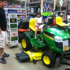 Photo taken at Lowe's Home Improvement by Melissa on 8/19/2012