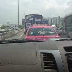 Photo taken at ทางคู่ขนานลอยฟ้าบรมราชชนนี (Borommaratchachonnani Elevated Highway) by Ayami I. on 4/5/2012