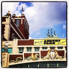 Photo taken at Asbury Park Convention Hall by Hrag V. on 8/11/2012