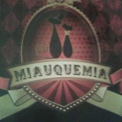 Photo taken at Miau Que Mia by Leomar N. on 5/19/2012