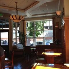Photo taken at Johnnie's Restaurant by Shane B. on 5/12/2012