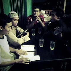 Photo taken at ร้านอาหารบังฝรั่ง (Bang Farang Restaurant) by Tull H. on 9/9/2012