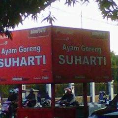 Photo taken at Ayam Goreng Suharti by zacky c. on 8/13/2012