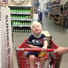 Photo taken at Lowe's Home Improvement by Bob H. on 6/8/2012