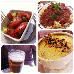 Photo taken at Café George V by Joy R. on 8/23/2012