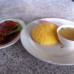 Photo taken at Tat Nasi Ayam by Juz B. on 4/16/2012