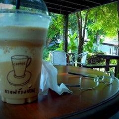 Photo taken at Coffee Next Door (กาแฟข้างบ้าน) by t@rn on 8/12/2012