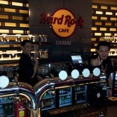Photo taken at Hard Rock Café | هارد روك كافيه by Olivier R. on 3/22/2012