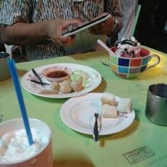 Photo taken at นมอี๊ หน้าร้านเคซีเทรดดิ้ง by พัชรี ก. on 5/21/2012