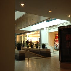 Photo taken at Apple Store, Anchorage 5th Avenue Mall by Chris W. on 6/25/2012