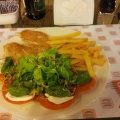 Photo taken at Blog burger by Caroline Q. on 4/25/2012