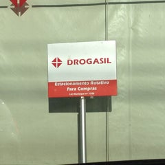 Photo taken at Drogasil by Alex J. on 5/26/2012