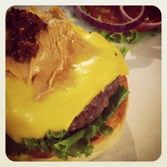 Photo taken at 1885 Burger Store by Chiyen K. on 4/22/2012