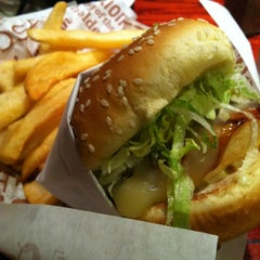 Photo taken at Red Robin Gourmet Burgers by Ashley L. on 5/27/2012