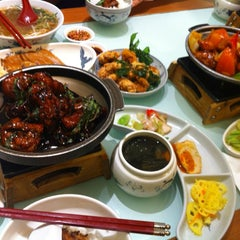 Photo taken at Fong Lye Taiwan Restaurant (蓬莱茶房) by Shin C. on 8/15/2012