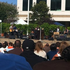 Photo taken at Apple Beer Bash by Hinh T. on 7/26/2012