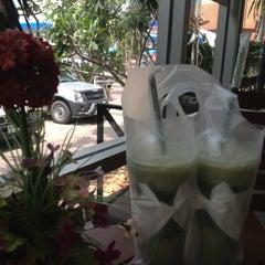 Photo taken at Café Amazon (คาเฟ่ อเมซอน) by Au N. on 5/28/2012