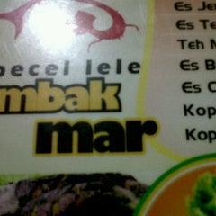 Photo taken at Pecel Lele Mbak Mar by Anggi Y. on 9/10/2012