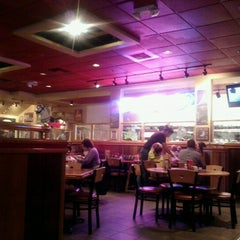 Photo taken at Red Robin Gourmet Burgers by David O. on 8/10/2012