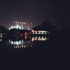 Photo taken at Masjid Ukhuwah Islamiyah (Mesjid UI) by sutikno on 7/29/2012