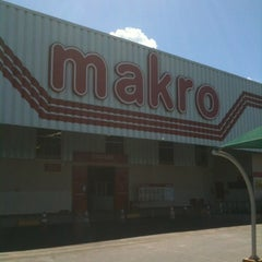 Photo taken at Makro by Fabricio on 8/19/2012
