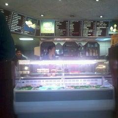 Photo taken at Hennie's Snackbar by OHdotNL on 3/30/2012