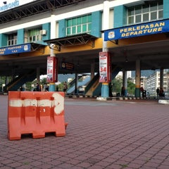 Photo taken at Sungai Nibong Express Bus Terminal by Azrey Y. on 7/22/2012