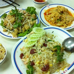 Photo taken at ฮกกี่โภชนา (Hokkee Pochana) by Npl C. on 3/29/2012